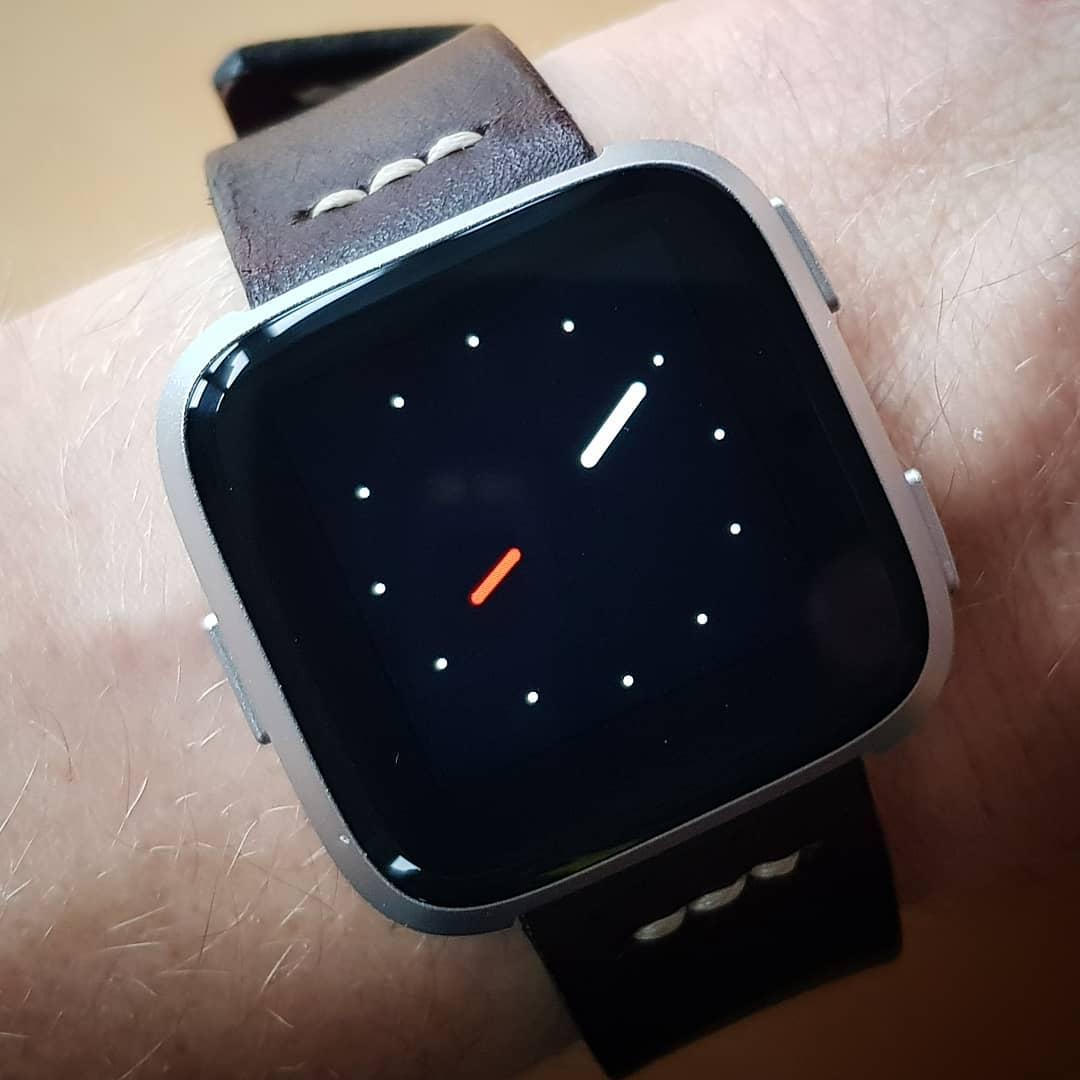 Minimal face β | Fitbit Clock Face | Versa