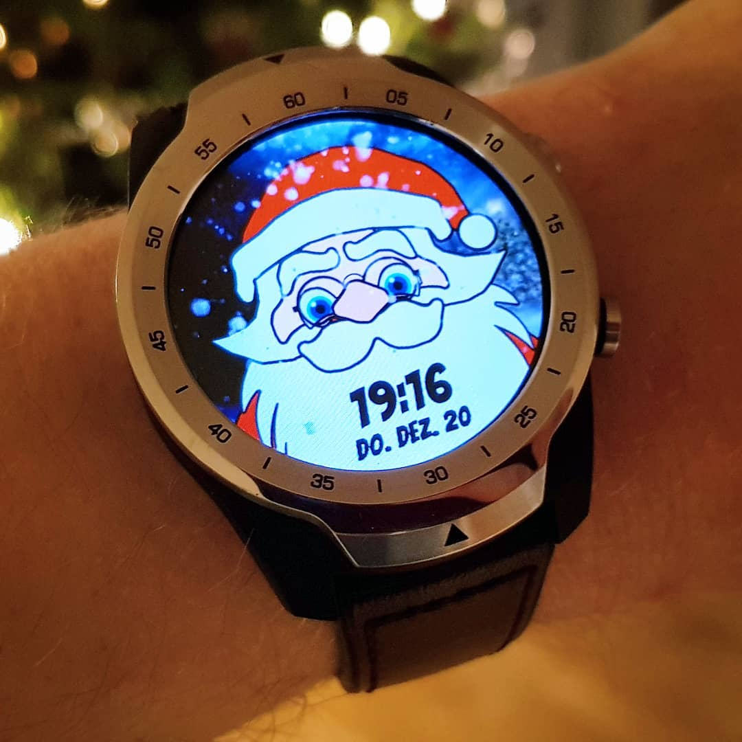 CFW Papa Noel - Wear OS Watchface on Mobvoi TicWatch Pro