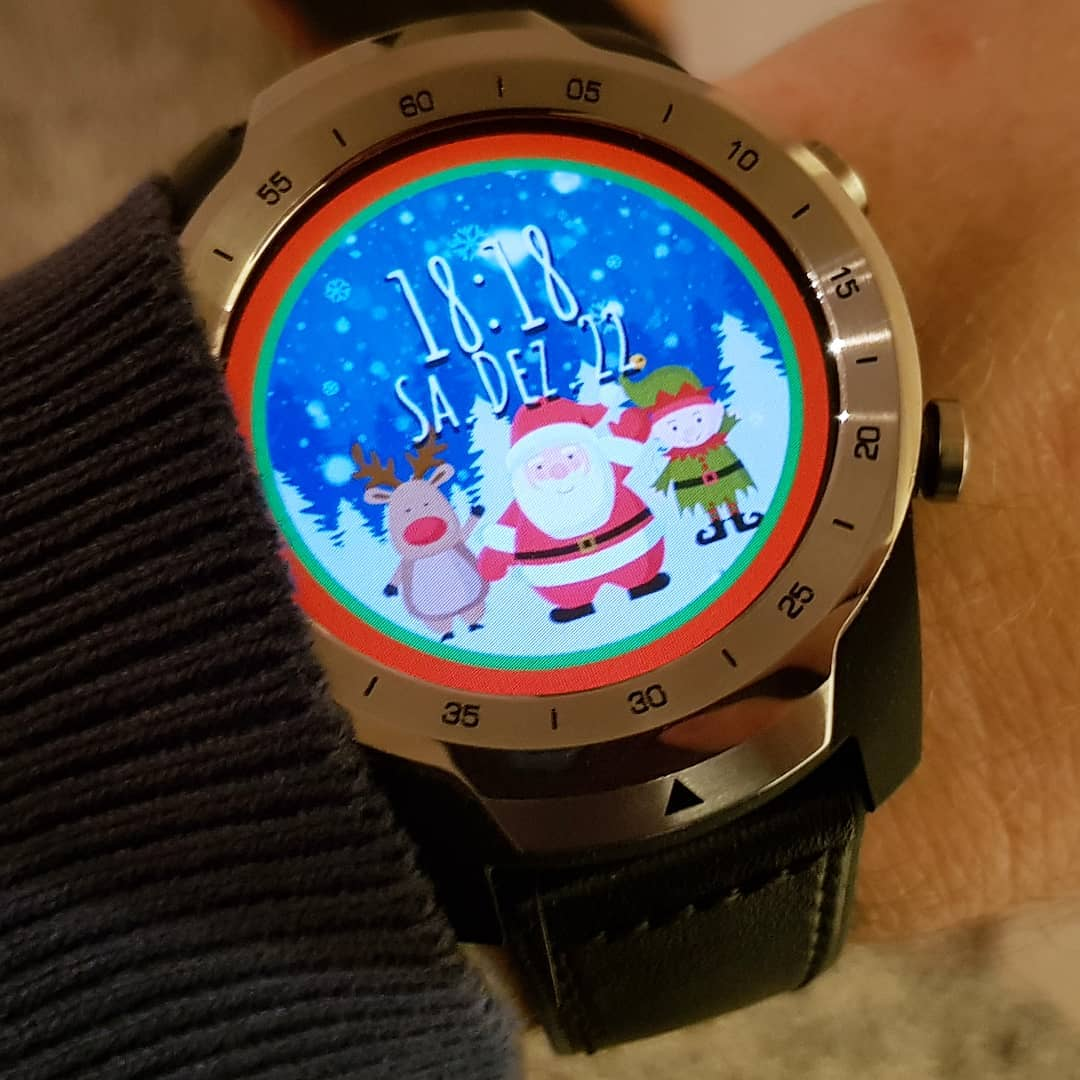 CFW Xmas Dance - Wear OS Watchface on Mobvoi TicWatch Pro